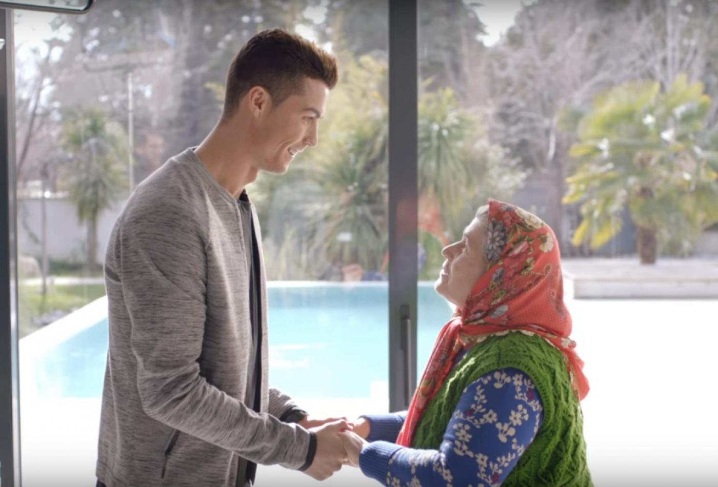 Kocak in the ad she did for Turk Telekom with Ronaldo in 2017 (Screengrab)