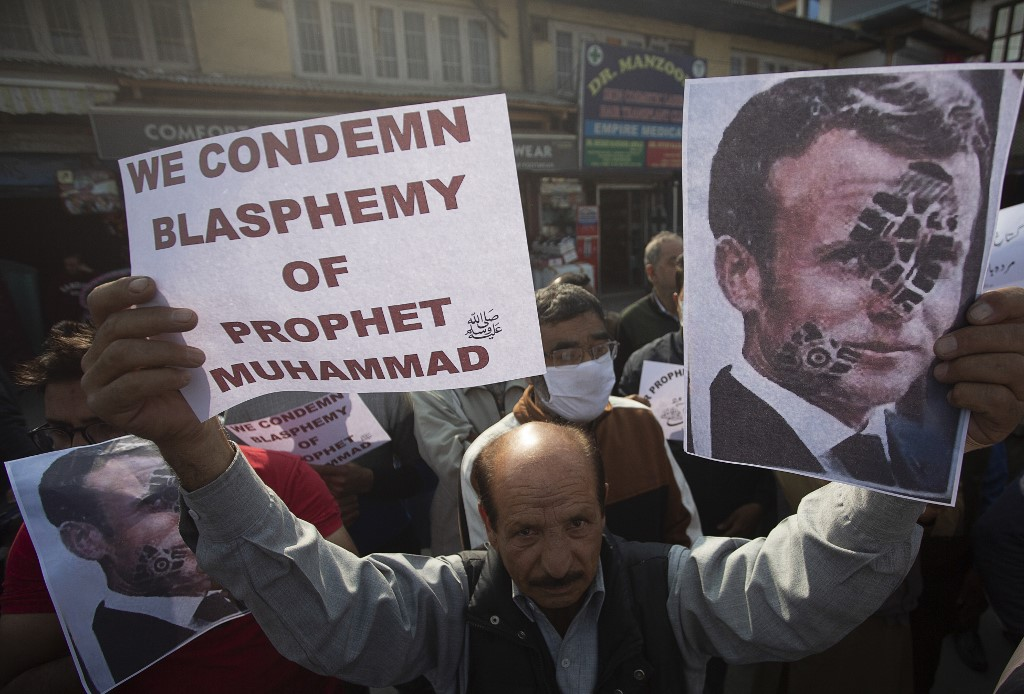 Protesters call for the boycott of French products in Srinagar on 30 October (AFP)