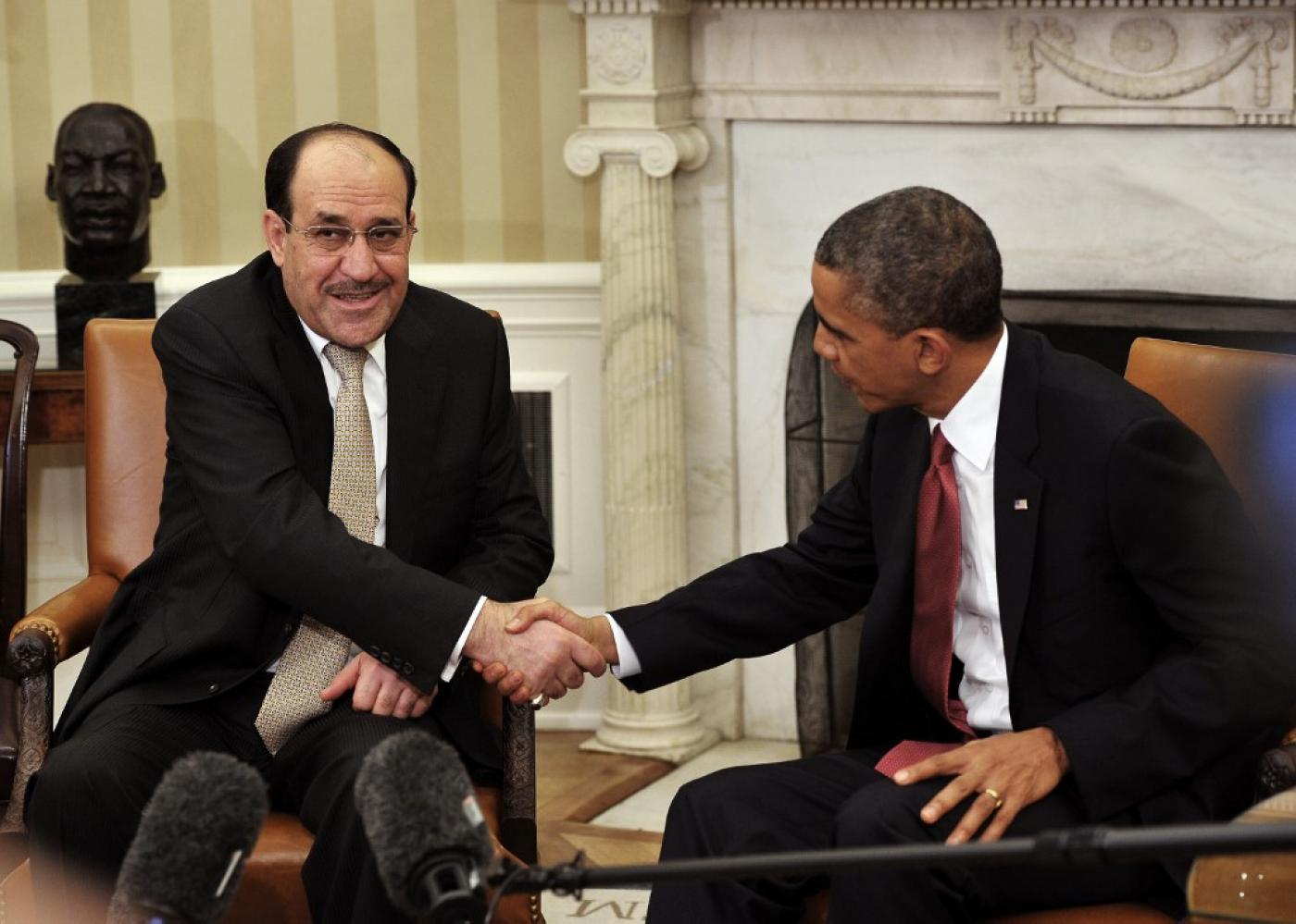 US President Barack Obama (R) shakes hands with Iraqi Prime Minister Nouri al-Maliki during a meeting at the White House in 2013 (AFP)