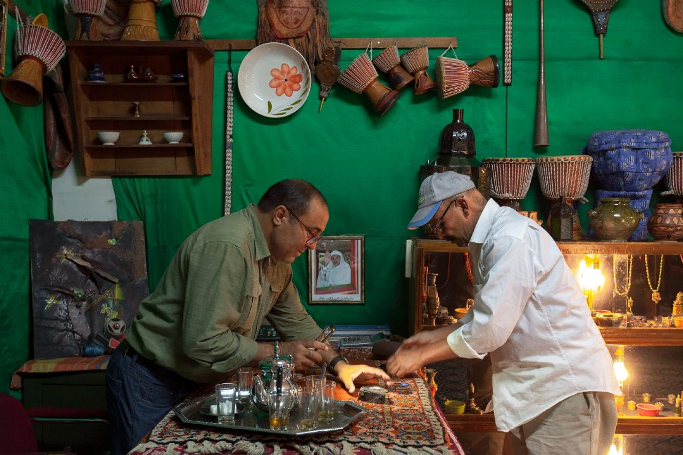 Morocco's stone rush: Hunting meteorites is big business for