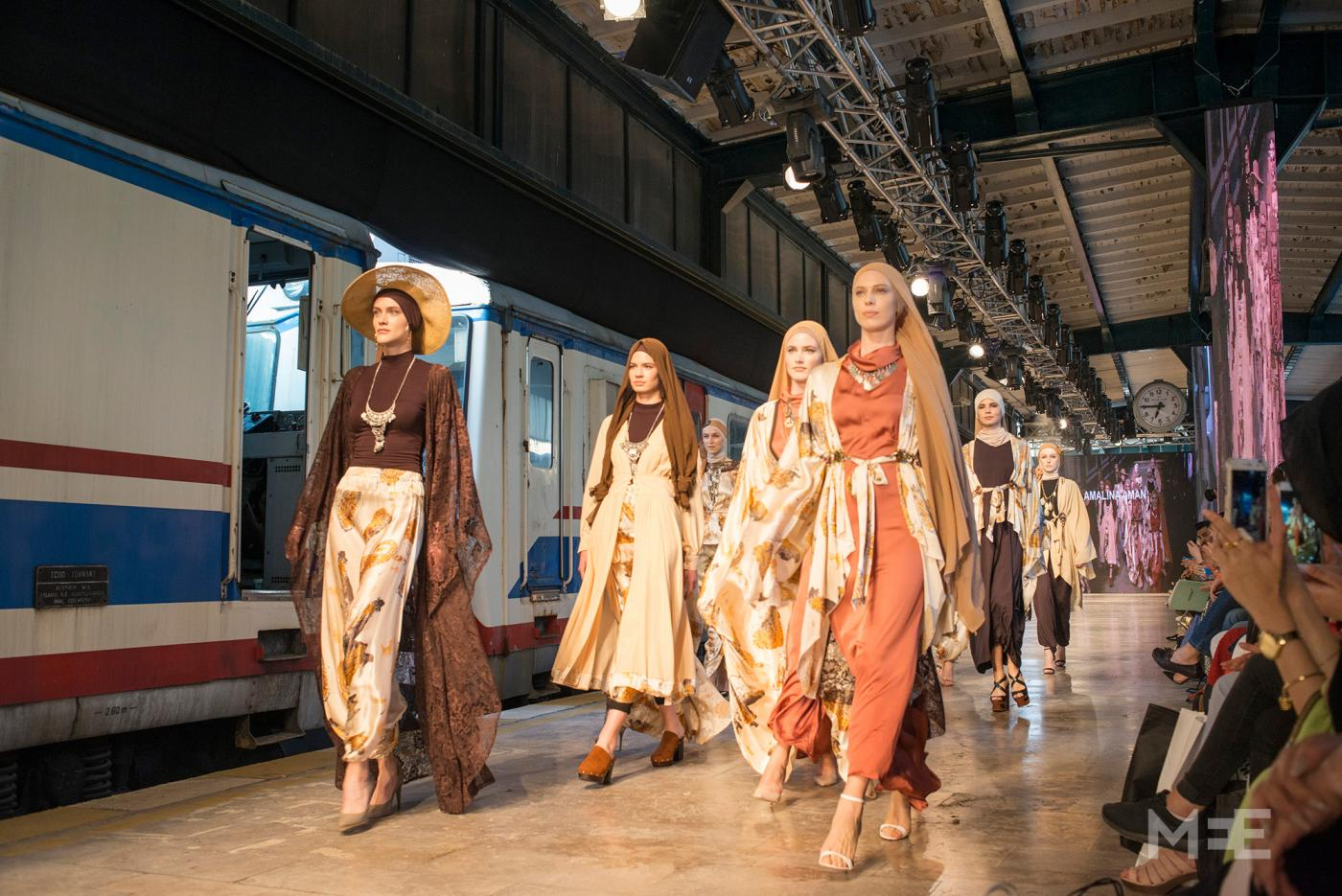 Move Over Gucci Modest Fashion Rocks Istanbul Middle East Eye Edition Francaise