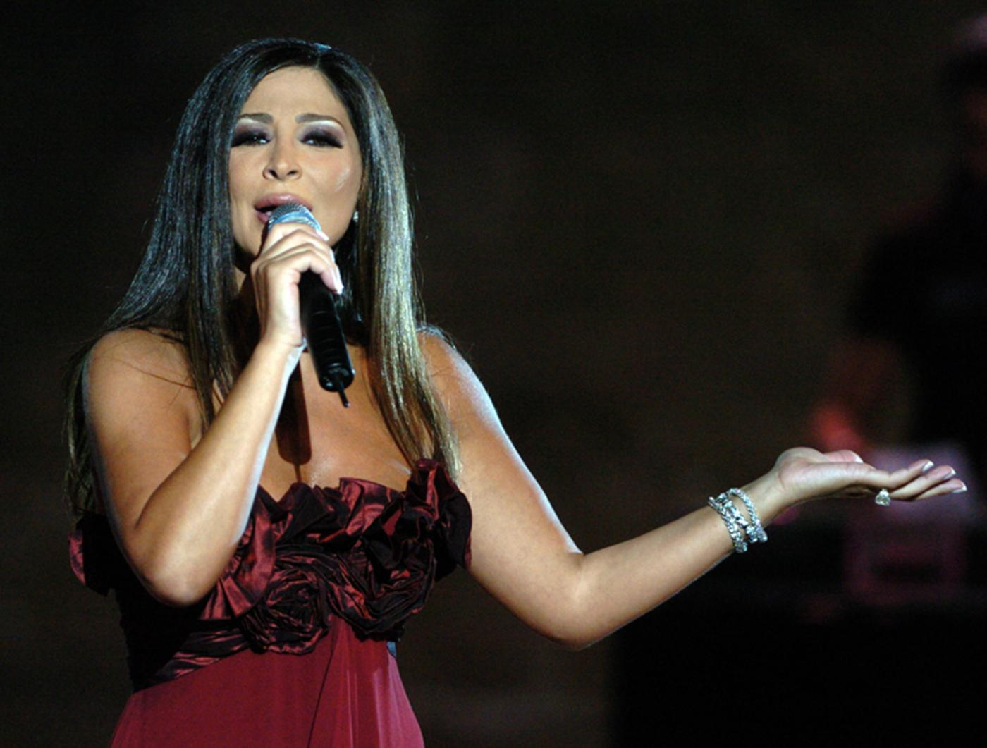 Lebanese pop star Elissa to quit music over 'mafia' industry