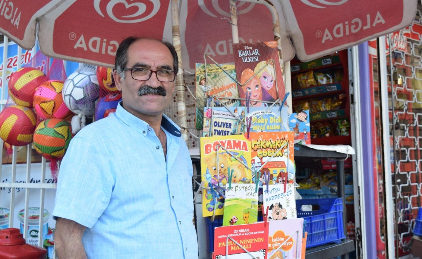 Meet Istanbuls Shop Owner Inspiring Children To Read Books Middle