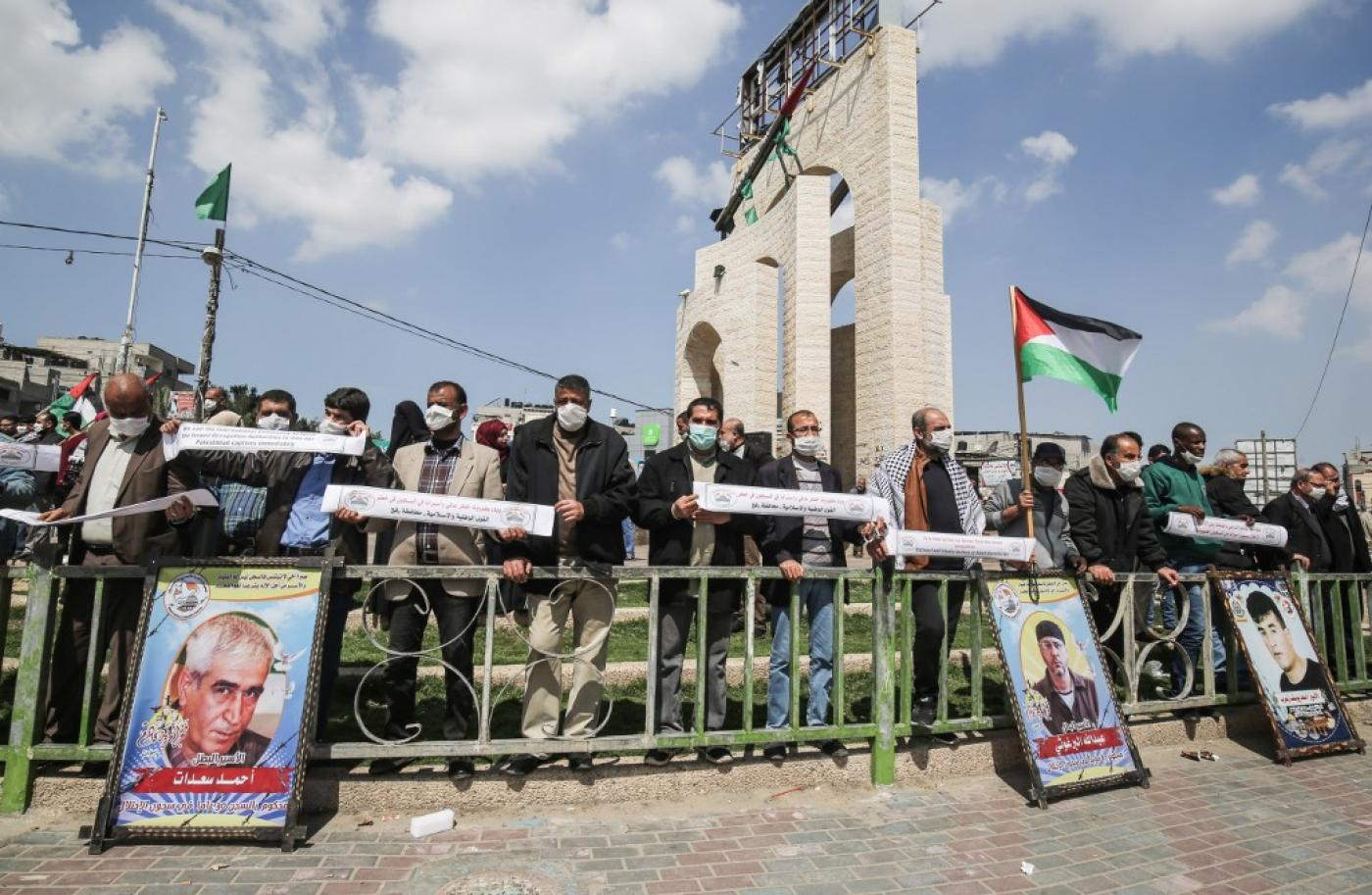Palestinians protesting in solidarity with prisoners