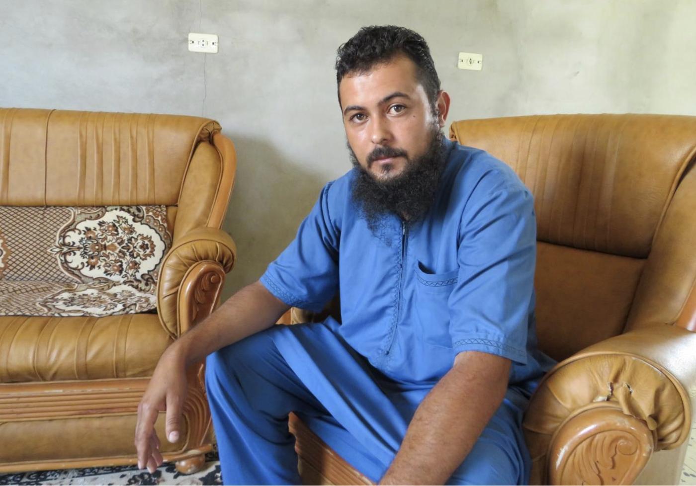 Mohammed Abu Ajila Enbis dans la maison dont il avait été chassé, à Espiaa, fin2019 (MEE/Daniel Hilton)