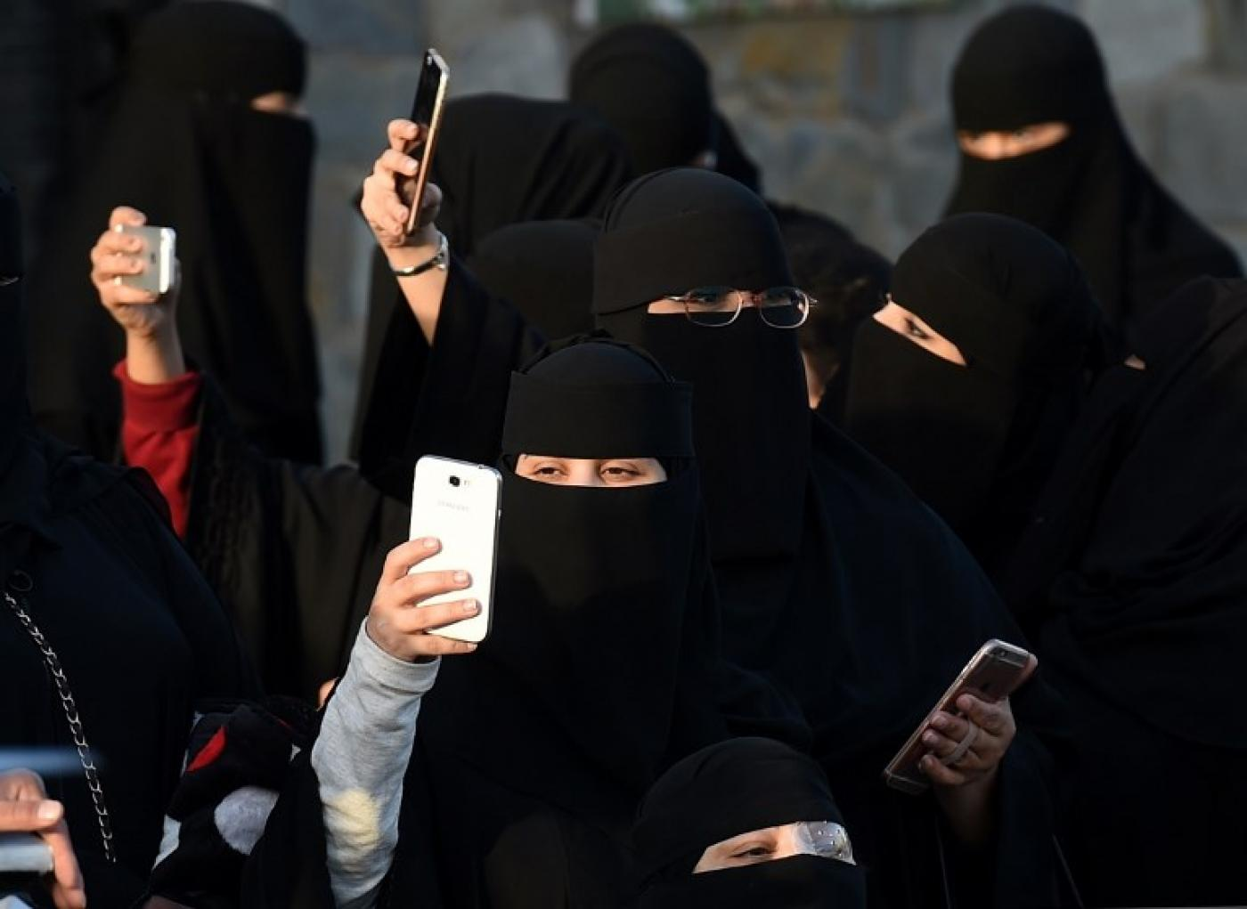 Apple and Google Urged to Remove Saudi App 'Absher' for Tracking Women