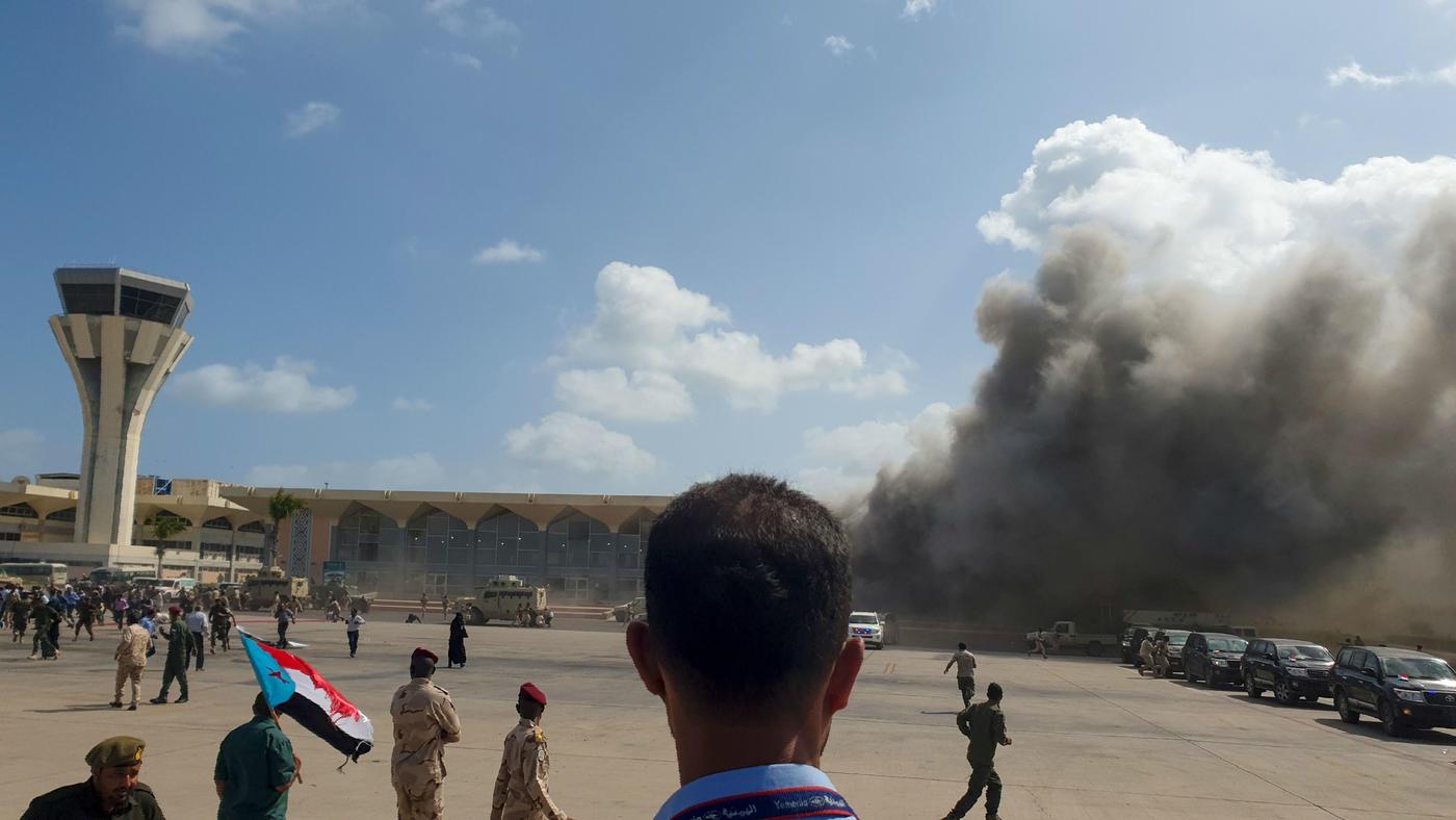 Explosions greet new 'unity' government at key Yemen port