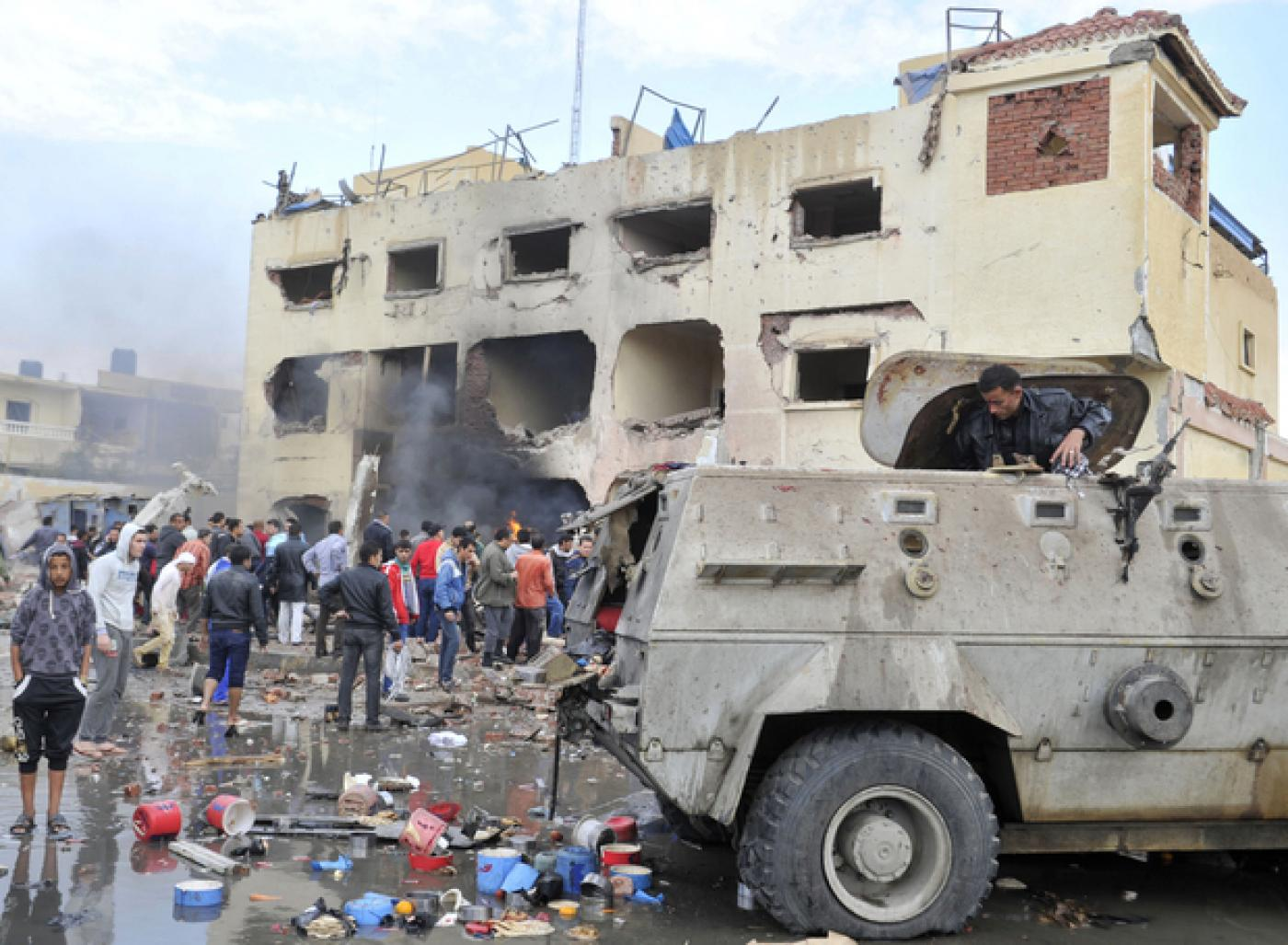 Seven militants, 15 Egyptian soldiers killed or injured in north