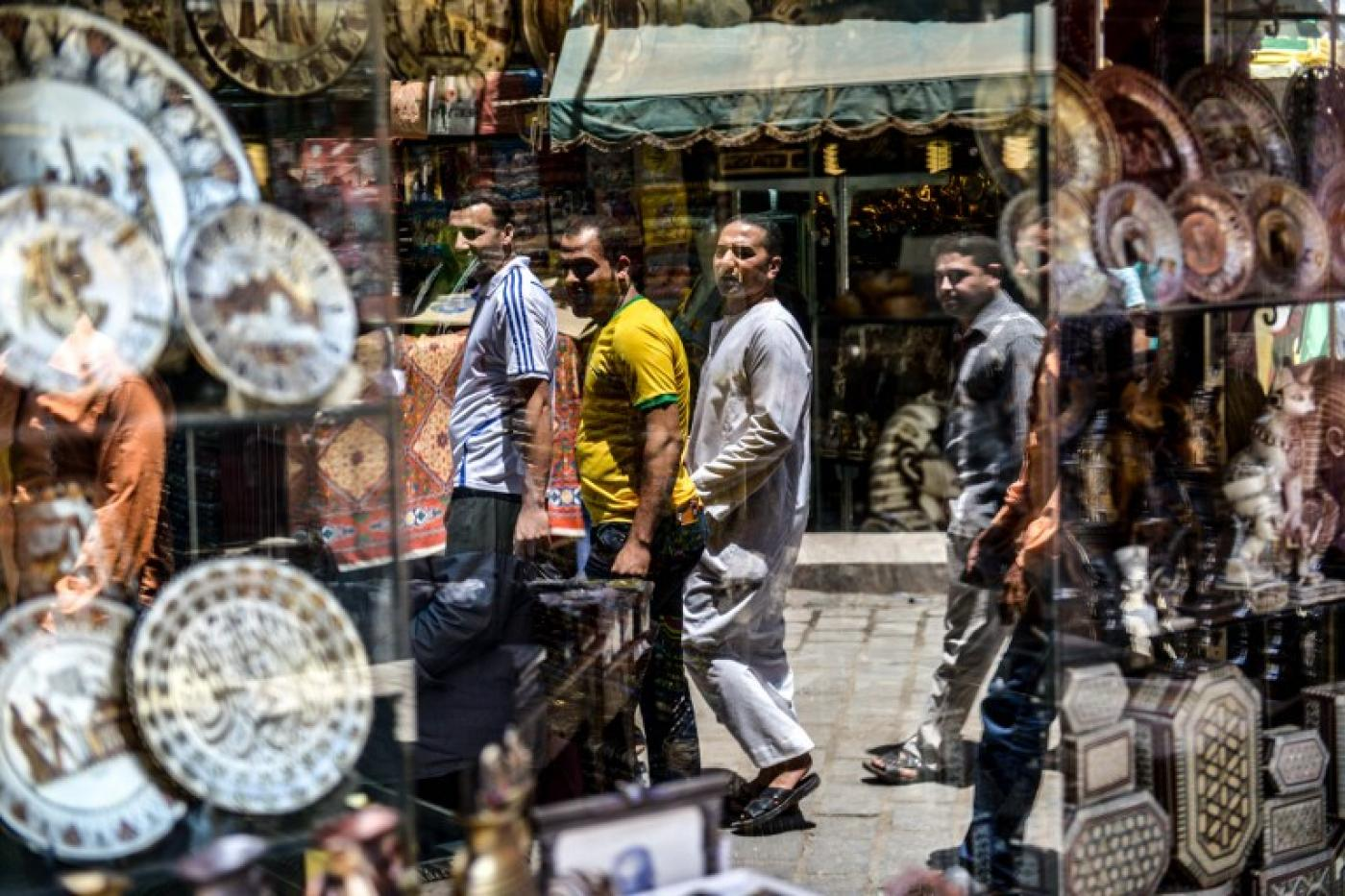 Rapid currency slide chokes business in Egypt | Middle East Eye