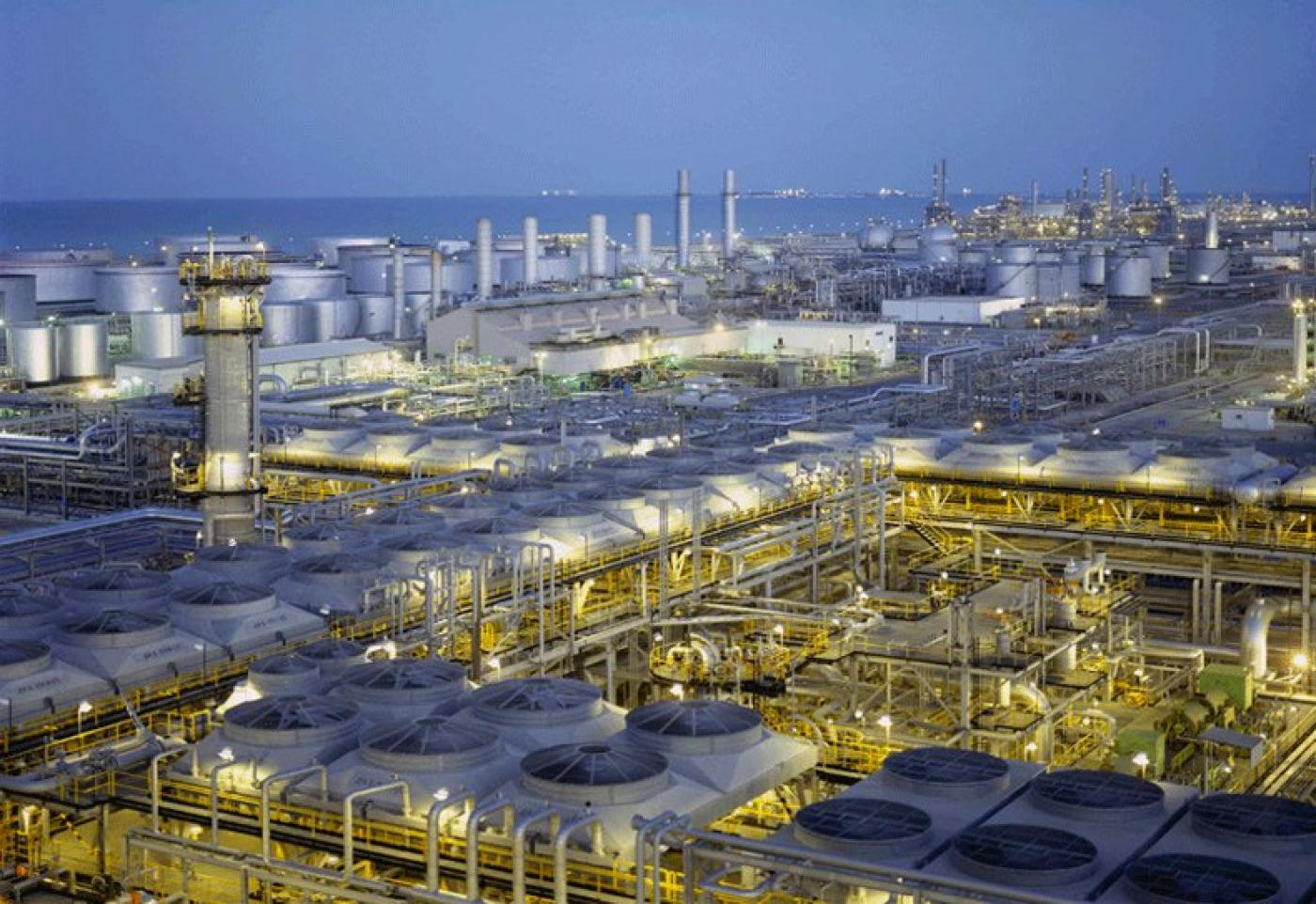 Kuwait 'contains' large crude oil spill off Gulf coast
