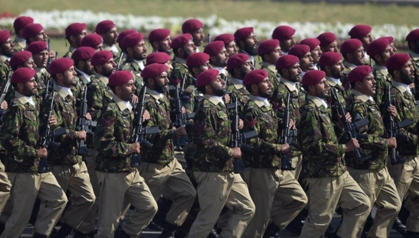 Why Pakistan is sending 1,000 troops to Saudi Arabia