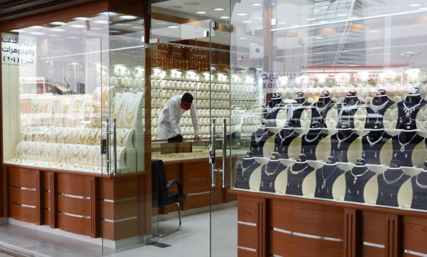 At Riyadh gold souk, 'Saudisation' spells salesmen scarcity   Middle
