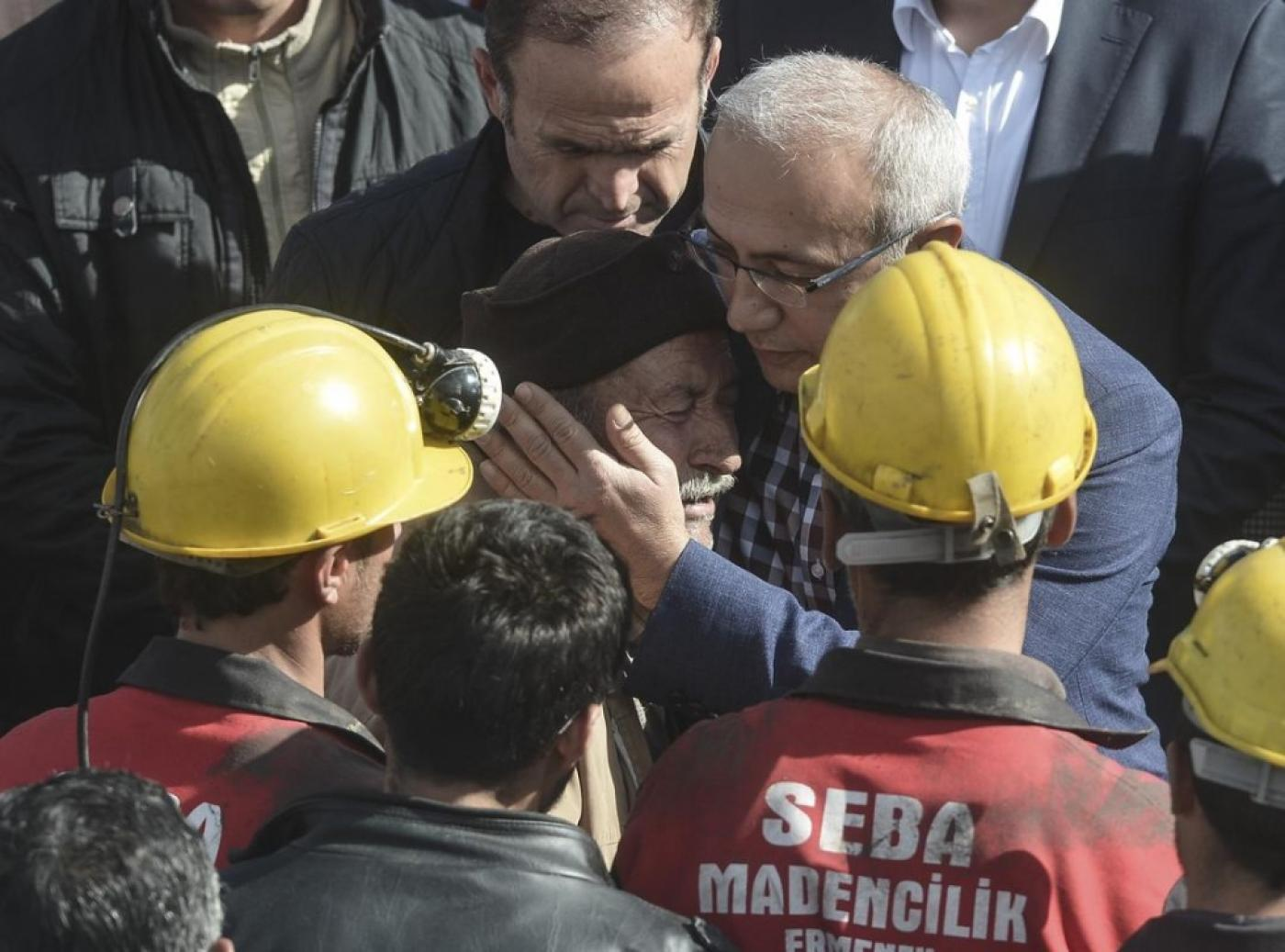 Turkish rescuers struggle to reach trapped miners | Middle