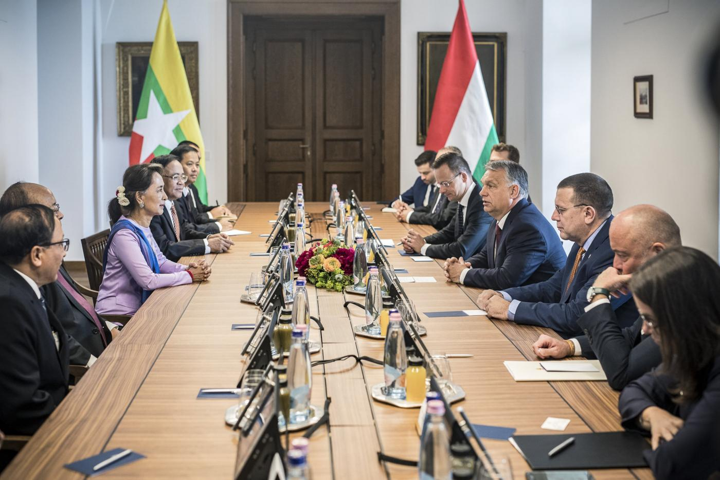 "Orban (R) told Aung San Suu Kyi that the Hungarian people respected all she had done for her country's ""democratic transformation"" (Hungarian government)"