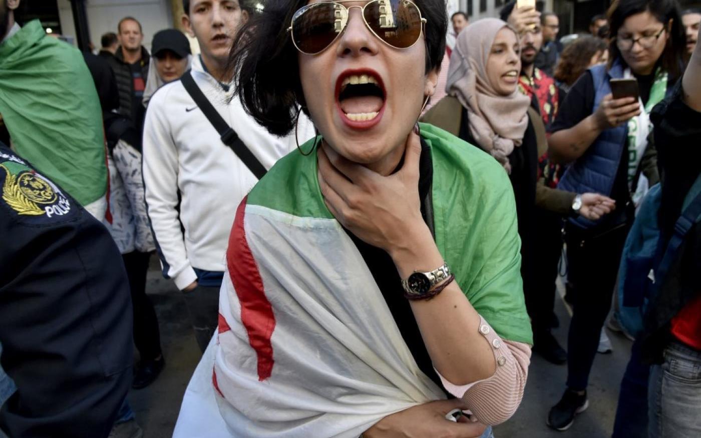 Le dimanche 14 avril, pendant un rassemblement au centre d'Alger (AFP)