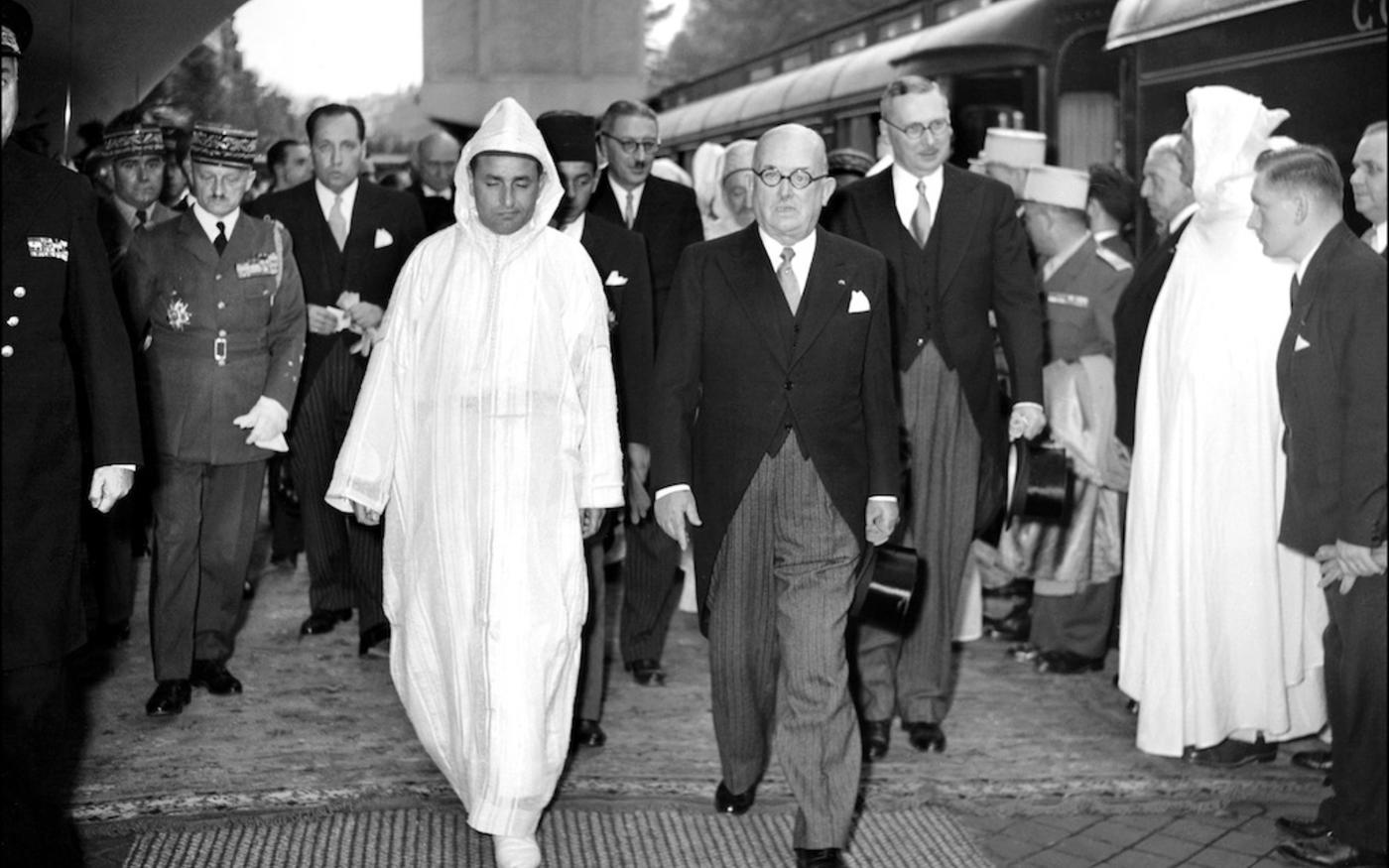 Le président français, Vincent Auriol, reçoit en octobre 1950 à Paris le sultan du Maroc Mohammed V (AFP)