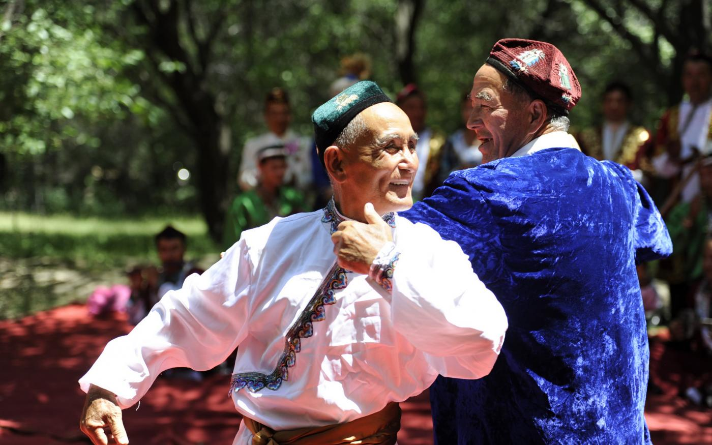 Des Ouïghours présentent une danse traditionnelle appelée « Muqam » (AFP)