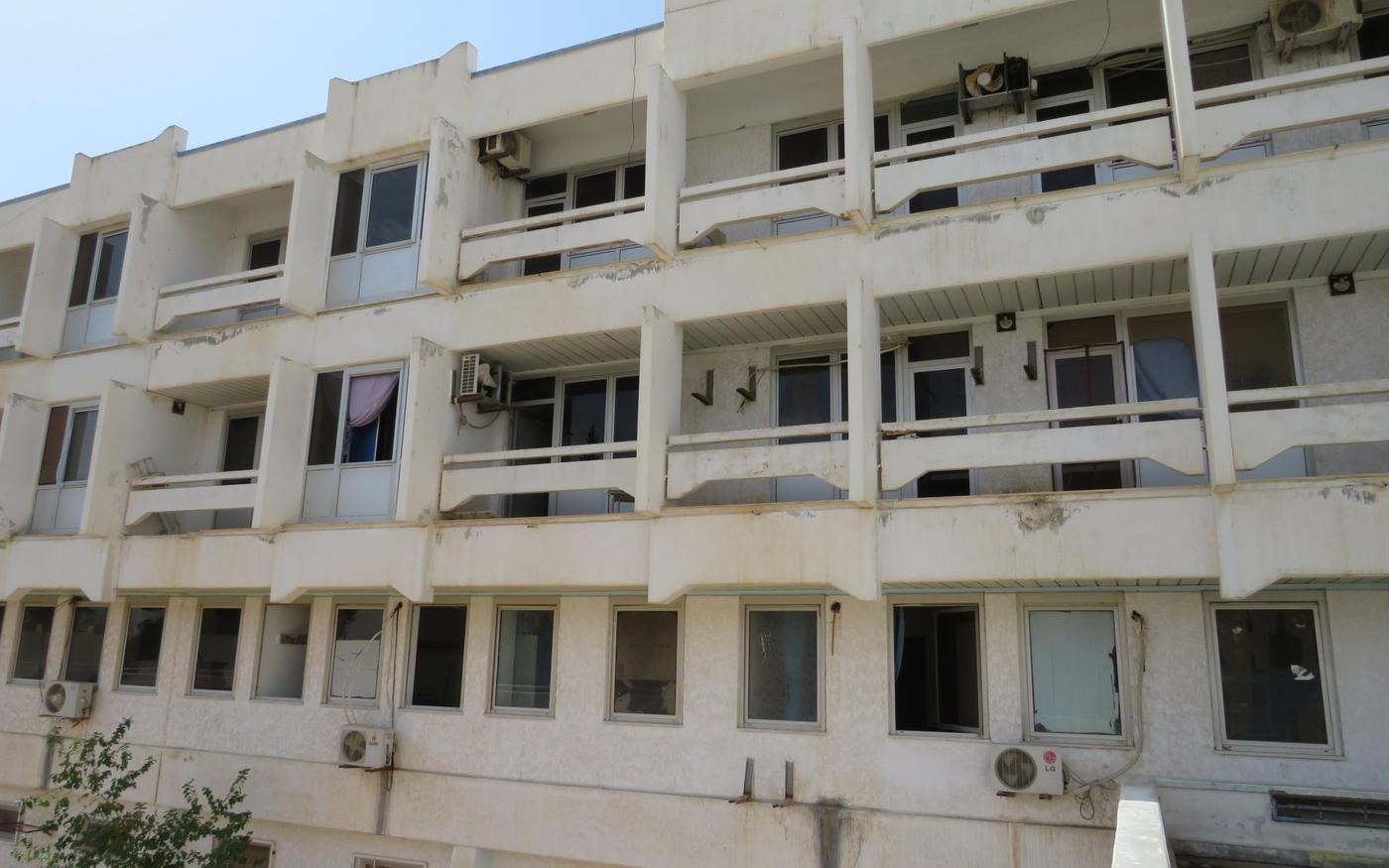 Les logements de l'hôpital d'Espia étaient utilisés par les mercenaires Wagner comme leur siège (MEE/Daniel Hilton)