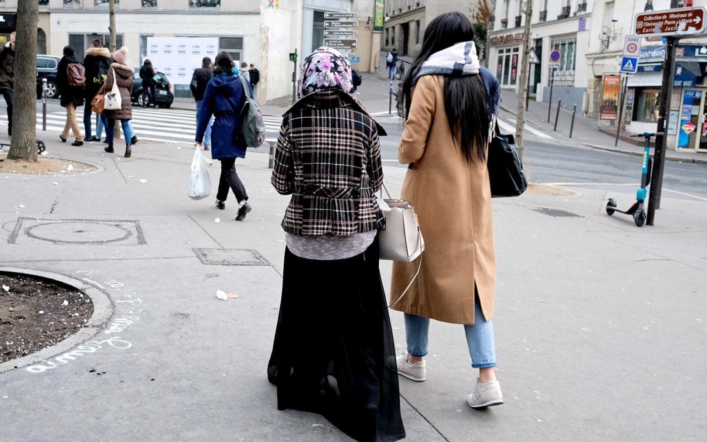 Ces femmes « aspirent à un anonymat esthétique dans la rue », note Hanane Karimi (MEE/Nadja Makhlouf)