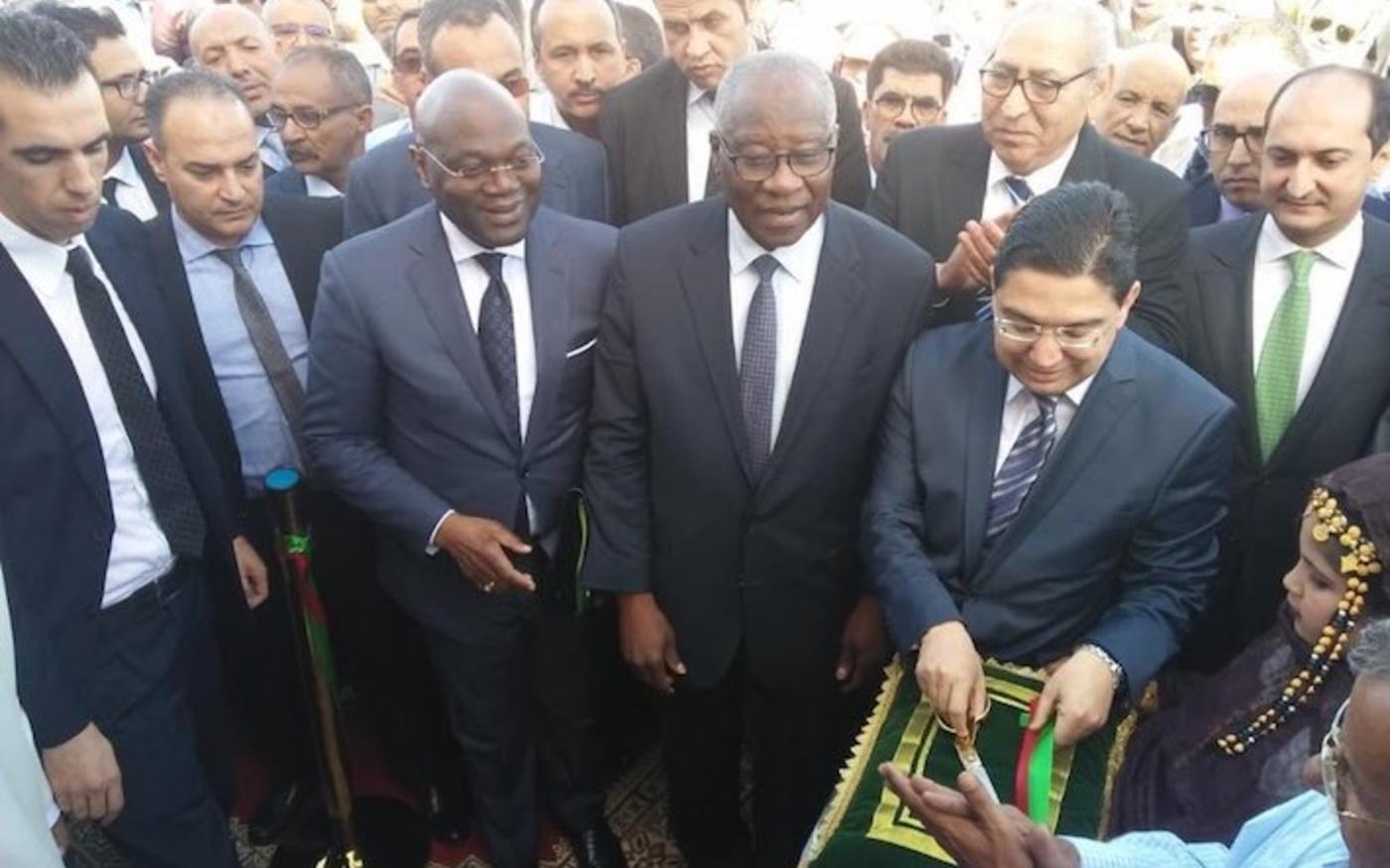 Mamadi Touré, ministre guinéen des Affaires étrangères, et Nasser Bourita, son homologue marocain, inaugurent le consulat général de la République de Guinée, à Dakhla, le 17 janvier 2020 (Twitter/@maegegn)