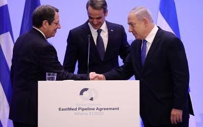 Kuzey Kıbrıs'ta cumhurbaşkanlığı seçimlerinin ikinci turu öncesinde adanın kaderi belirsiz durumda 2