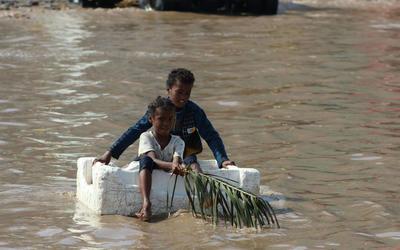 Sel ve yıldırım nedeniyle öldürülen birkaç Yemenli çocuk 2