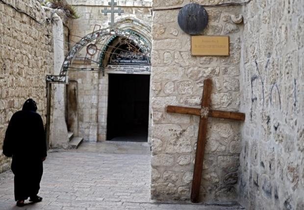 Coptic monks beaten by Israeli police at Jerusalem's Church of the Holy Sepulchre