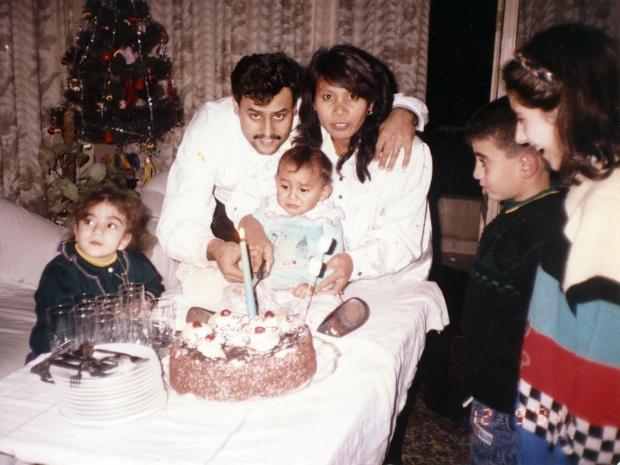 La famille Asmar fêtant l\u0027anniversaire de la fille (MEE/Joseph Ataman)