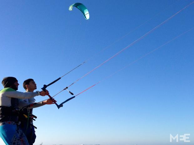 Kiter and diving instructor Marwan helps a learner with kite control at the water's edge (MEE/Tom Wescott)
