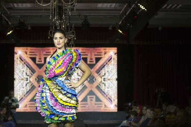 Bottle Cap Jackets And Chocolate Wrapper Dresses Palestinian Fashion Goes Green Middle East Eye