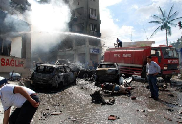 The aftermath of the attack near the town hall of Reyhanli, (AFP)