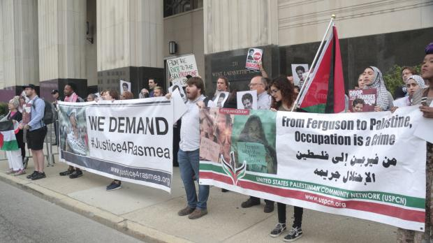 Supporters demonstrate outside the hearing for Rasmea Odeh in Detroit (MEE/Dave Leins)