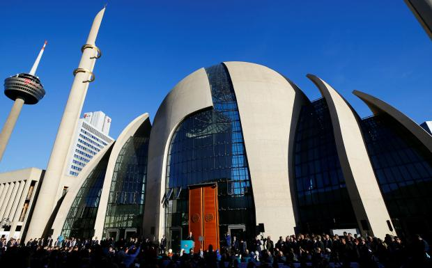 Rival rallies greet Erdogan as he opens mega-mosque in Cologne