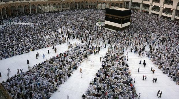 Saudi bars 600,000 Palestinians from Hajj and Umrah with passport