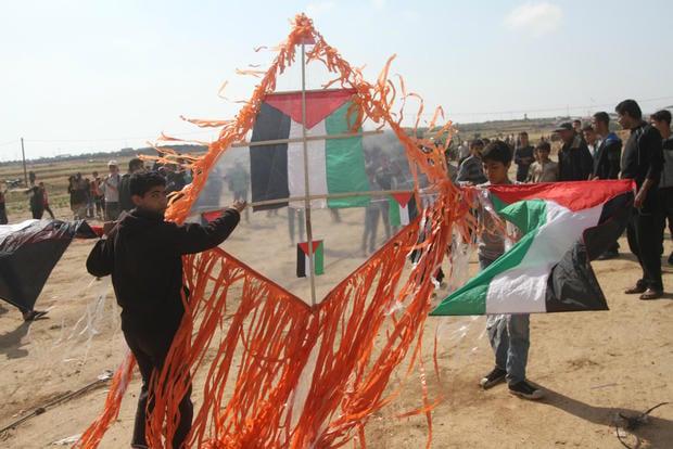 Israeli warplanes pound Gaza in response to burning kites