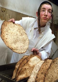 'Bread police' scour Israeli hospitals for forbidden Passover food