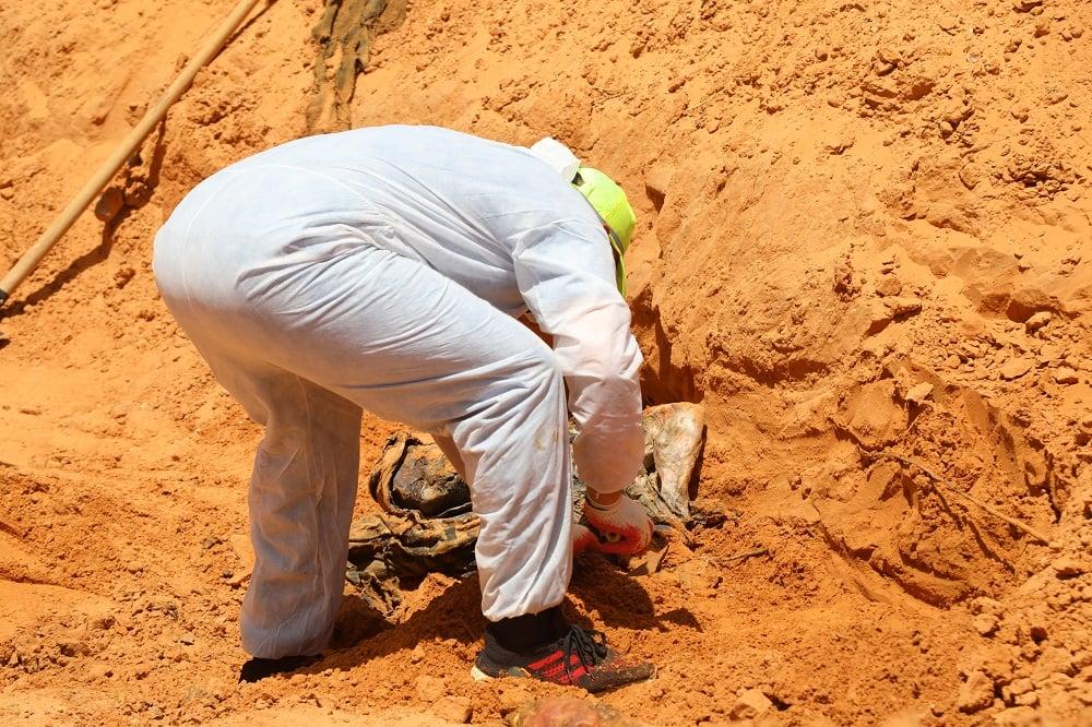 10 Haziran 2020'de (MEE) Tarhuna'daki toplu mezar yerinde bir ceset bulundu