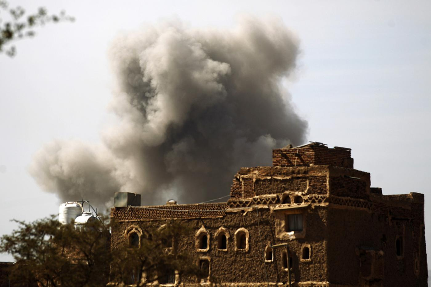 Air strike by the Saudi-led coalition in Sanaa, 22 January, 2017 (AFP)